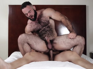 Bodybuilder fucks hairy muscle